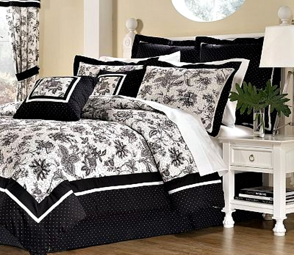 damask and polka dot bedding