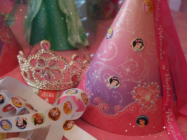 Making princess birthday party hats