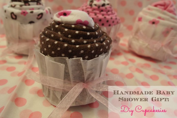 Handmade baby shower gift idea: DIY Cupcakesies!