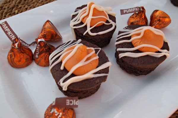 White Chocolate & Pumpkin Spice Brownie Bites Recipe for fall