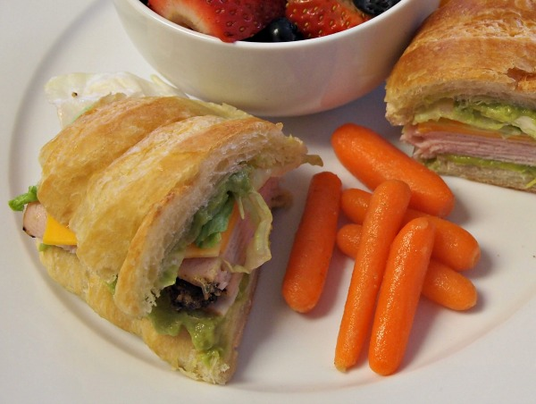 Turkey Bacon and Guacamole Sandwich recipe