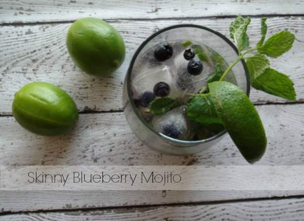 Skinny Blueberry Mojito Recipe - #PartyDrinks #SweetNLowStars